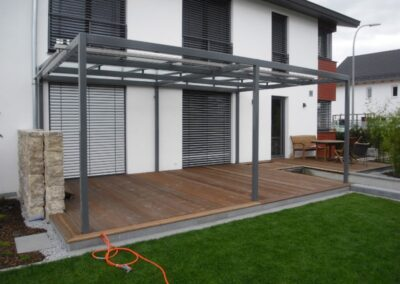 Terrassenüberdachung mit Glas und Seilen, anthrazit